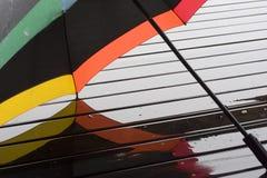 Regenschirm mit Regenbogenfarben Stockfoto