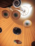 Regenschirme innerhalb der Überdachung Lizenzfreies Stockbild