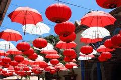 Regenschirme und chinesische Laternen, Mauritius Stockfoto