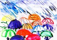 Regenschirme unter Regen stockfotografie