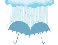 Regenschirme unter regnenden Wolken