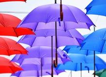 Regenschirmhängen lizenzfreies stockfoto