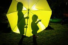 Regenschirmkinder Lizenzfreie Stockbilder