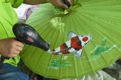 Regenschirmmalerei, handgemachter Geweberegenschirm Lizenzfreie Stockbilder