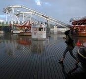 Regensturm Brighton Pier Großbritannien stockbild