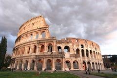 Regensturm, der Colosseum sich nähert Lizenzfreies Stockbild