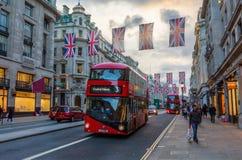 Regent Street à Londres, R-U, au crépuscule Images stock