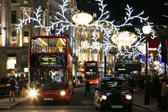 2013, Regent Street con la decoración de la Navidad Imagen de archivo