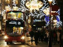 2013, Regent Street con la decoración de la Navidad Fotografía de archivo libre de regalías