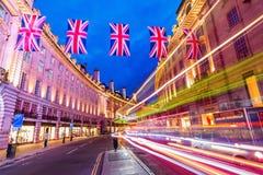 Regent Street en Londres, Reino Unido, en la noche Foto de archivo libre de regalías