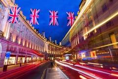 Regent Street en Londres, Reino Unido, en la noche Imagen de archivo