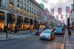Regent Street en Londres, Reino Unido, en la oscuridad Foto de archivo libre de regalías