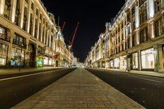 Regent Street i London på natten Arkivfoton