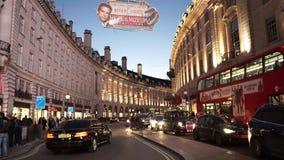 Regent Street London bij licht van de schemer het prachtige avond stock videobeelden