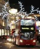 2013 Regent Street med julgarnering Fotografering för Bildbyråer