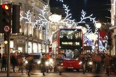2013, Regent Street mit Weihnachtsdekoration Stockfotografie