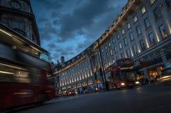 Regent Street nachts Stockbild