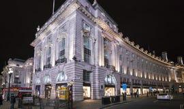 Regent Street por la noche LONDRES, Inglaterra - Reino Unido - 22 de febrero de 2016 Imágenes de archivo libres de regalías