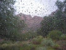 Regentropfen auf dem Fenster Lizenzfreie Stockfotos