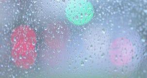 Regentropfen auf dem Glas stock footage