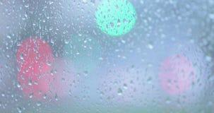 Regentropfen auf dem Glas stock video