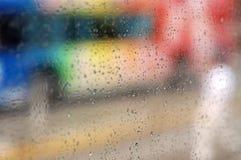 Regentropfen auf einem Fenster Lizenzfreies Stockfoto