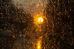 Regentropfen auf Glas Stockbilder