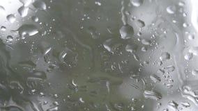 Regentropfen auf Glas stock video