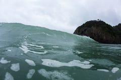 Regentropfen auf Meer Stockfotos