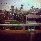 Regentropfen halten, auf meinen Kopf zu fallen Lizenzfreie Stockfotos