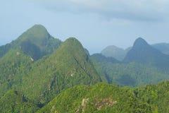 Regenwaldhügel auf Langkawi-Insel Stockbilder