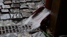 Regenwasser-Gosse stock footage