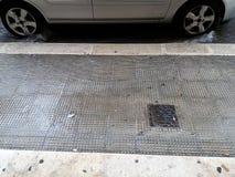 Regenwasser unter dem Auto Lizenzfreie Stockbilder
