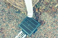 Regenwasserrohr an einem Privateigentum Stockfoto