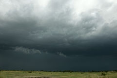 Regenwolke über Afrika-Landschaft Stockfotos