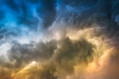Regenwolke auf Sonnenuntergang Lizenzfreie Stockbilder