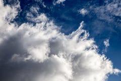 Regenwolke im hellen Sonnenschein Lizenzfreie Stockfotografie