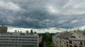 Regenwolken über dem Zagreb, Kroatien stock video