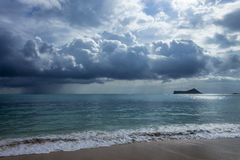 Regen-Wolken bei Waimanalo Lizenzfreie Stockbilder