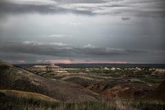 Regenwolken over het Nationale Park van Badlands, Zuid-Dakota Stock Foto's