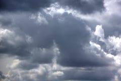 Regenwolken Zonnige dag Royalty-vrije Stock Afbeelding