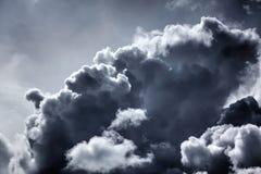 Regenwolken Zonnige dag Stock Foto's