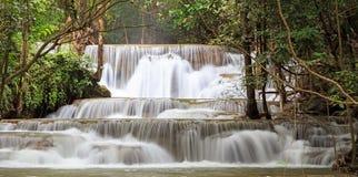 Regenwoudwaterval in Thailand Stock Fotografie