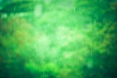 Regenzeithintergrund mit Weinlesefarbton Stockbilder