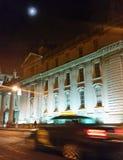 Regerings- byggnad på natten Arkivfoto