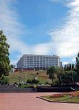 Regerings- hus av Samararegionen Sikt från den Volzhsky avenyn samara Royaltyfria Foton