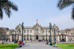 Regerings- slott på Plaza de Armas Royaltyfri Bild