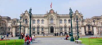 Regerings- slott på Plaza de Armas Royaltyfria Foton