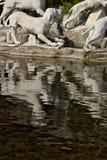 Reggia di Caserta, Italien 10/27/2018 Monumental springbrunn med skulpturer i vit marmor royaltyfri fotografi