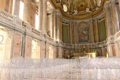 Reggia di Caserta, W?ochy 10/27/2018 Wnętrze kaplica wśrodku pałac Współcześni plexiglass krzesła obrazy stock